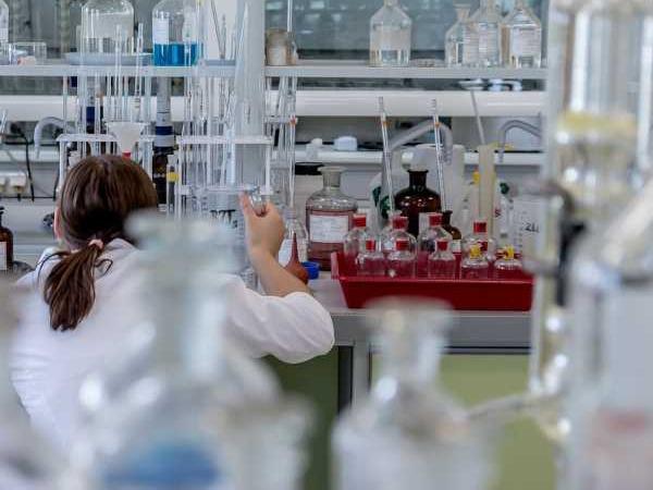 Primers auxilis en accidents de laboratori